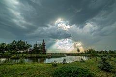 Sun attraverso le nuvole Fotografia Stock