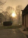 Sun attraverso le precipitazioni nevose Fotografia Stock