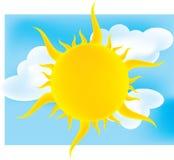 Sun au-dessus d'un ciel nuageux Photographie stock
