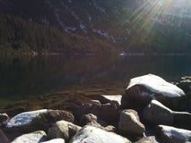 Sun au-dessus de la montagne Photographie stock libre de droits