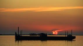 Sun auf einem Lastkahn Lizenzfreies Stockfoto