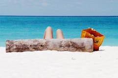 Sun-bathing na praia de Kendwa, Zanzibar Imagens de Stock