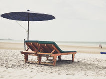 Sun bed with purple umbrella at the beach Royalty Free Stock Photos