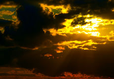 Sun behind storm-cloud Royalty Free Stock Photos