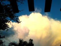 Sun beleuchtete Wolken Lizenzfreies Stockfoto