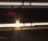 Sun brillant par des abat-jour de fenêtre Photo stock