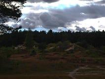 Sun brillant par des nuages Images stock