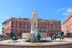 Sun-Brunnen, Platz Massena in der französischen Stadt von Nizza Stockfotografie