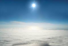 Sun, céu, e nuvens fotografia de stock