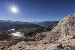 Sun caliente sobre Sierra Nevada Mountains Imagenes de archivo