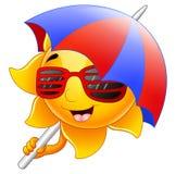 Sun-Charakterkarikatur mit Sonnenbrille und Regenschirm Lizenzfreies Stockfoto
