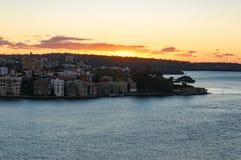 Sun che aumenta sopra il sobborgo di Kirribilli di Sydney Fotografie Stock Libere da Diritti
