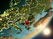 Sun che aumenta sopra la Serbia da spazio Immagini Stock Libere da Diritti