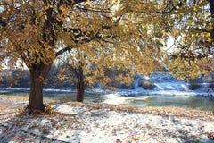 Sun che congela fiume Fotografie Stock Libere da Diritti
