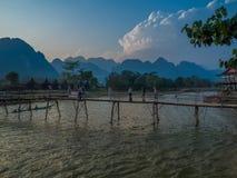 Sun che mette su Nam Song River, Laos Immagine Stock