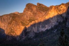 Sun che mette sui picchi di Yosemite Fotografia Stock Libera da Diritti
