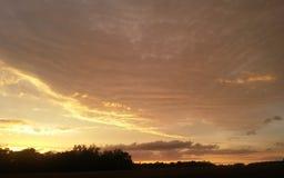 Sun che splende dietro la tempesta immagini stock