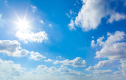 Sun in cielo blu Immagine Stock Libera da Diritti