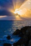 Sun combattant les nuages Image libre de droits
