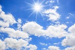 Sun con el fondo del cielo azul fotos de archivo libres de regalías