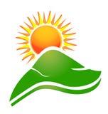 Sun con el logotipo de los rayos y de las colinas de Swoosh Imágenes de archivo libres de regalías
