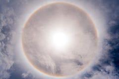 Sun con il guidacarta circolare del sole del Rainbow fotografie stock libere da diritti