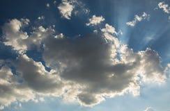 Sun contro le nuvole Fotografie Stock