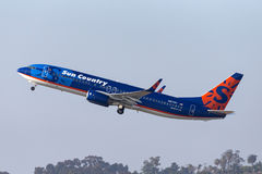 Sun Country Airlines Boeing 737-8K2 N817SY departing San Diego International Airport. Royalty Free Stock Images