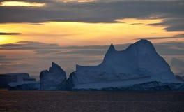 Sun da meia-noite em Scoresbysund - Greenland Imagens de Stock
