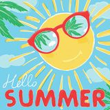 Sun dans des sourires en verre Les lunettes de soleil reflètent les paumes et le ciel Bonjour ?t? illustration stock