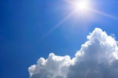 Sun dans le ciel Image libre de droits
