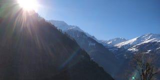 Sun dans les montagnes Photographie stock libre de droits