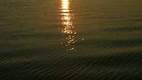 Sun, der über Meer scheint Sonnenuntergang stock video footage