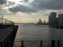 Sun, der auf NewYork emporragt Stockfotografie