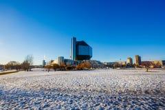 Sun, der am hellen Tag nahe Nationalbibliothek scheint Minsk-Anblick stockbild