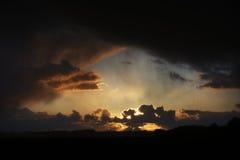 Sun, der herauf Wolken beleuchtet Lizenzfreies Stockfoto