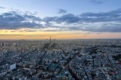 Sun, der in Paris aufsetzt Lizenzfreies Stockfoto