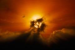 Sun derrière des nuages Photographie stock libre de droits