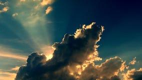 Sun derrière des nuages images stock