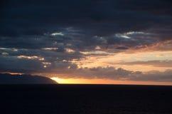 Sun derrière l'horizon photos stock