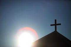Sun derrière la chapelle Photos libres de droits