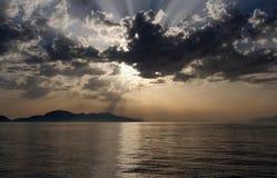 Sun derrière les nuages Photo stock