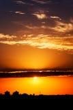 Sun detrás de las nubes   Foto de archivo