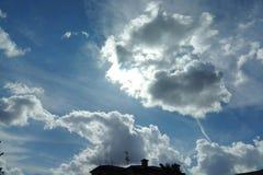 Sun detrás de las nubes Imágenes de archivo libres de regalías