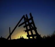 Sun detrás de una cerca del metal Foto de archivo