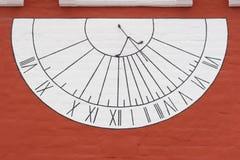 Sun-dial op muur Stock Foto