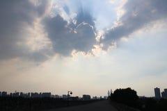Sun dietro la nube Fotografie Stock Libere da Diritti