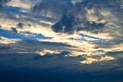 Sun dietro le nubi Fotografia Stock