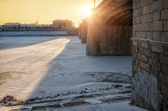 The sun does not heat. The sun shines from the bridge over the frozen river Stock Images