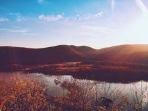 Sun durante el otoño River Valley, Estado de Nueva York, los E.E.U.U. Imágenes de archivo libres de regalías